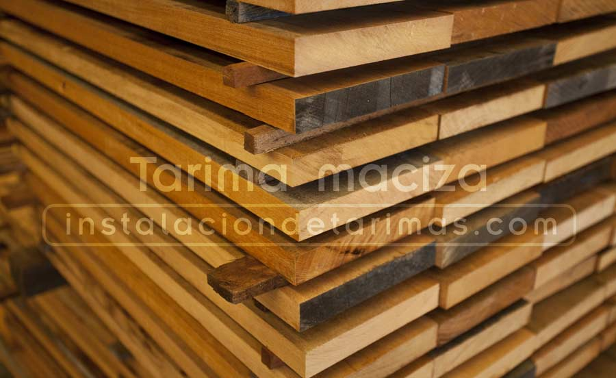 foto de tablones de madera en proceso de secado previo a la fabricación de tarima maciza