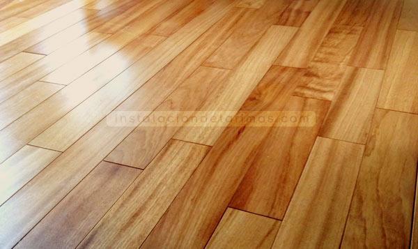 Tarima de doussie, foto de pavimento de madera en el suelo radiante.