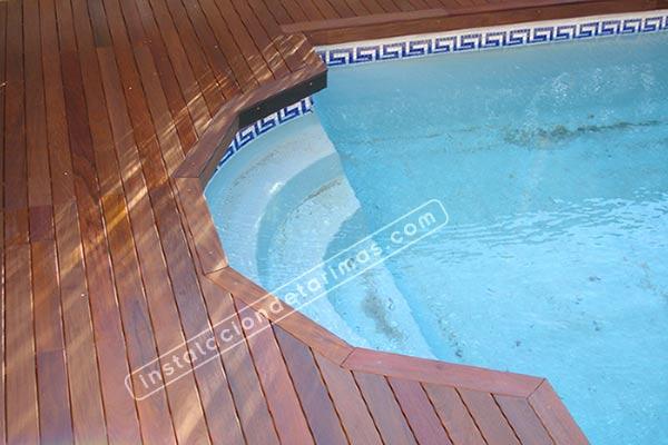 tarima exterior para piscina con mamperlán con tramos rectos