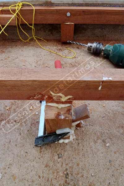 remates en la tarima exterior con el rastrel atornillado a la pared