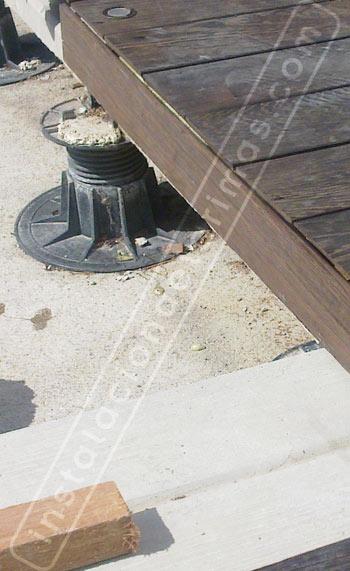 foto de un slots para nivelar el suelo de tarima