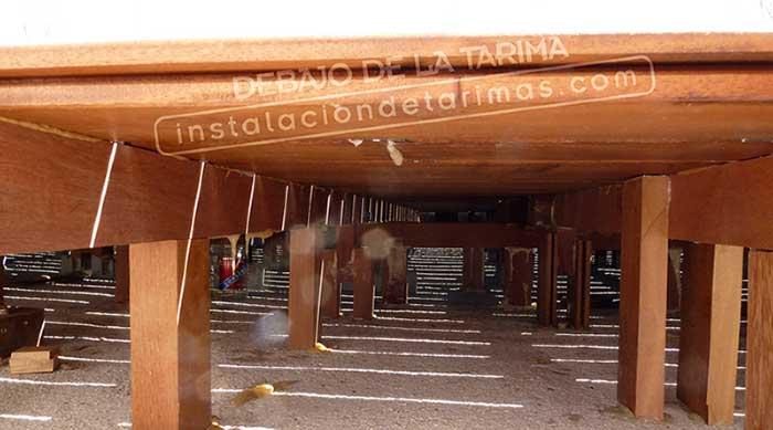 En la foto se aprecia las estructura que queda debajo de la tarima para una buena calidad de la instalación exterior