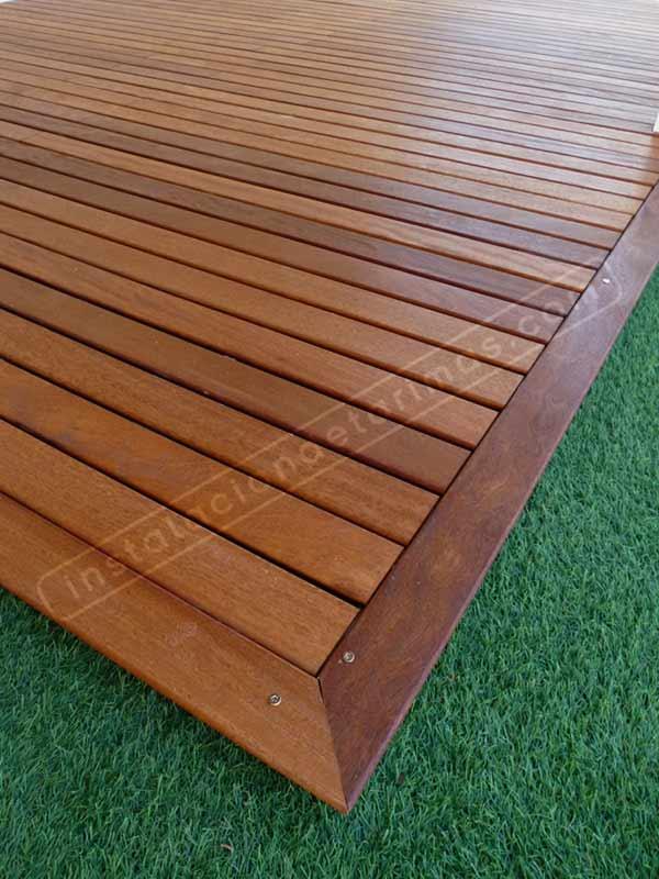 Foto de suelo de madera con tarima exterior con grapa vista