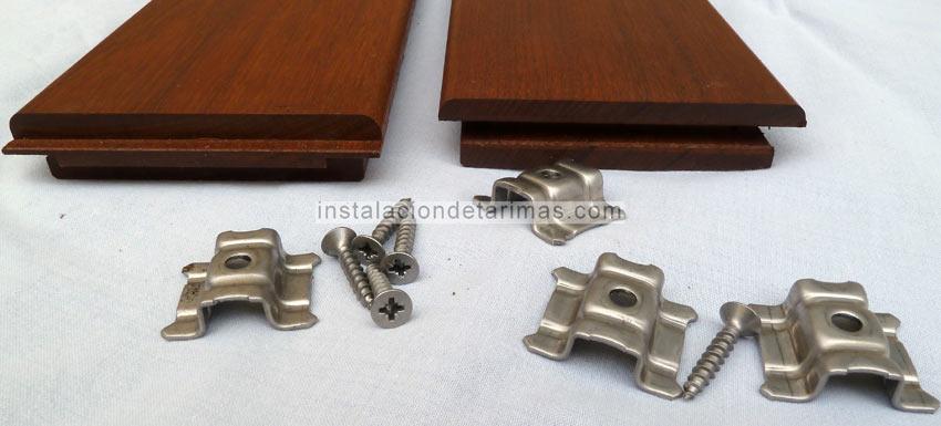 fot de grapas y tornillos de acero inoxidable A4, también se ve el machiembrado de cabeza de dos tarimas