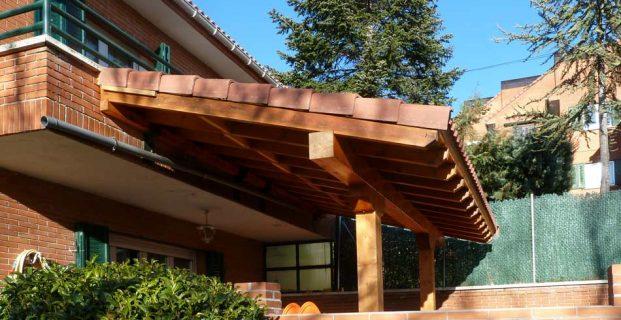 Diseño y colocación de porches de madera para cubrir parte de tu terraza