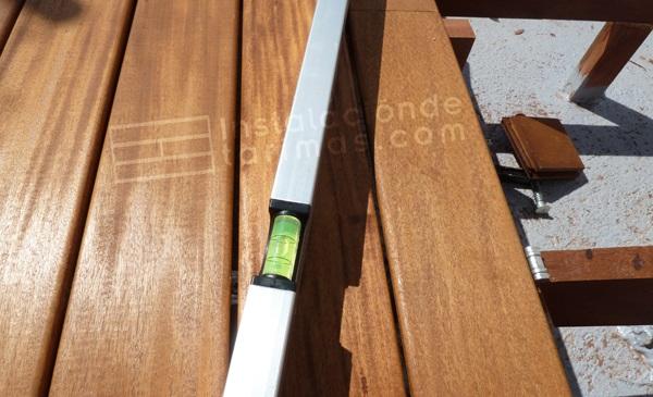 foto de la colocación de los rastreles de pie con un nivel