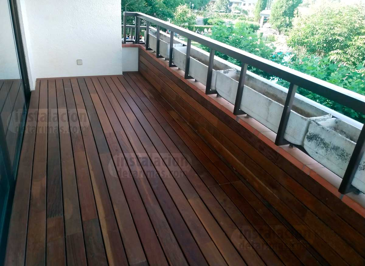 tarima de exterior con colocación de los rastreles en una terraza
